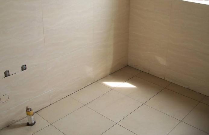 出租房厕所装修之墙壁